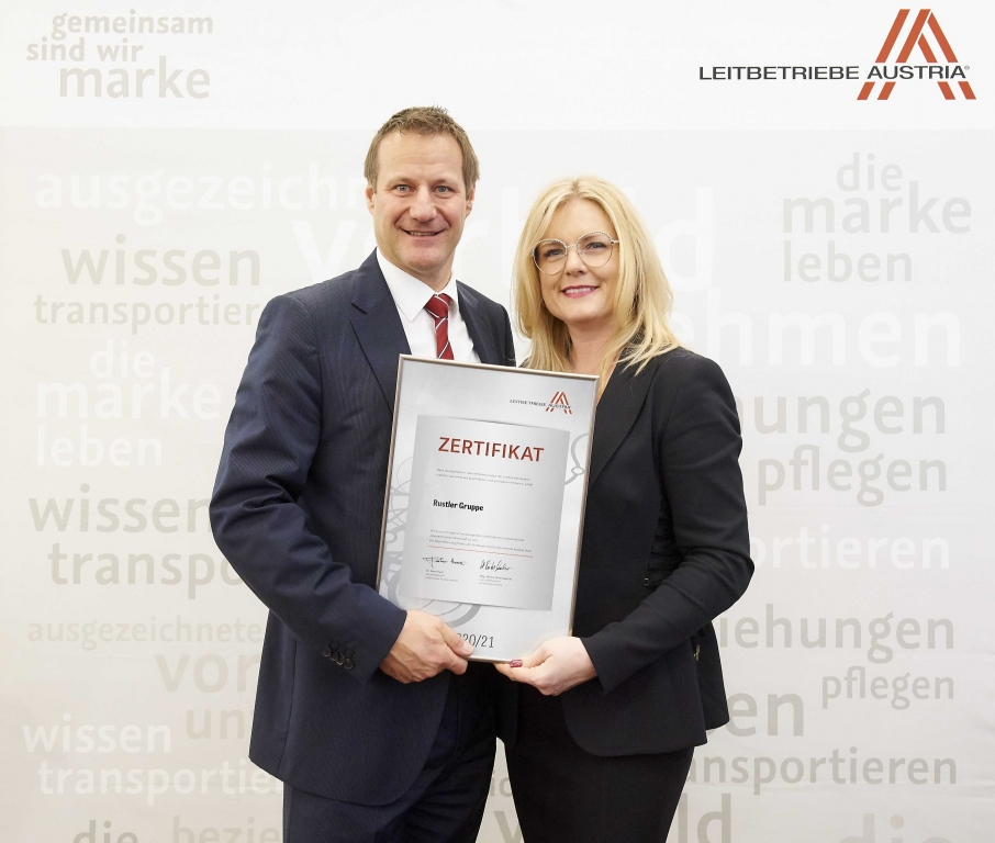 Übergabe Zertifikat Leitbetriebe Austria an Rustler