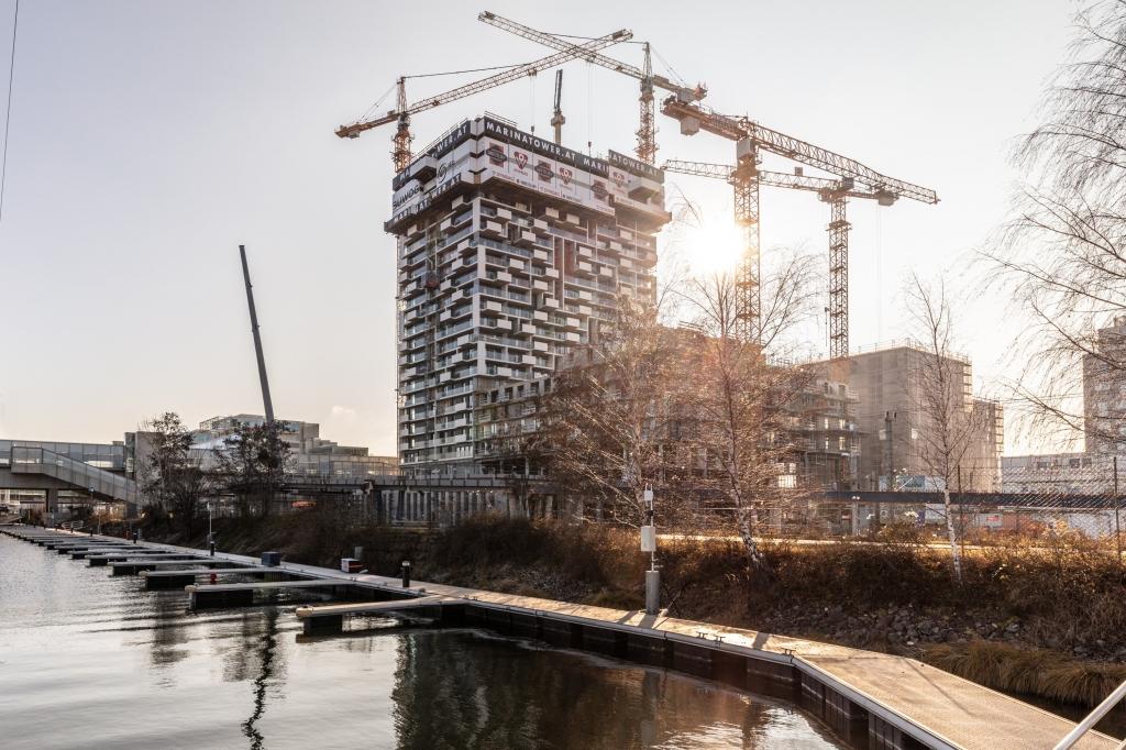 Der Marina Tower ist bereits zur Hälfte fertig
