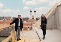 Der Tullner Bürgermeister Peter Eisenschenk und Süba-Unternehmensbotschafterin Barbara Schett im LivingImFranks.
